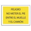 PELIGRO NO METER EL PIE ENTRE EL MUELLE Y EL CAMIÓN