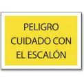 PELIGRO CUIDADO CON EL ESCALON