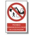 PROHIBIDO PERMANECER EN EL RADIO DE LA EXCAVADORA